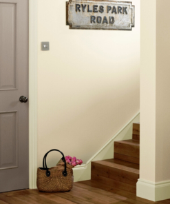 Пoчистваща се боя Crown Hall&Stairs Lightest Beige